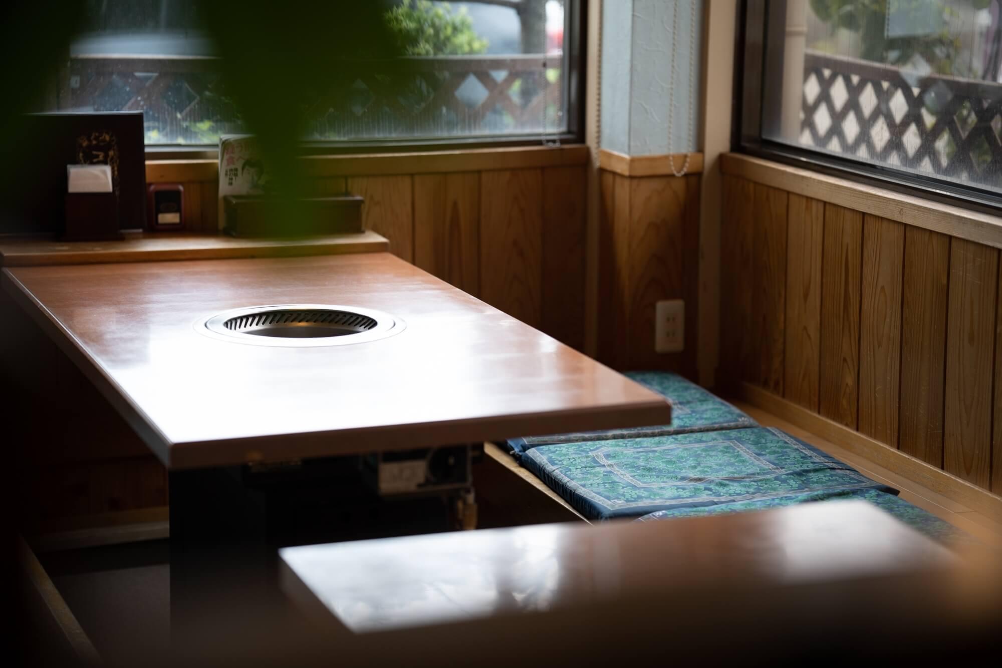 焼肉音琴のテーブル席
