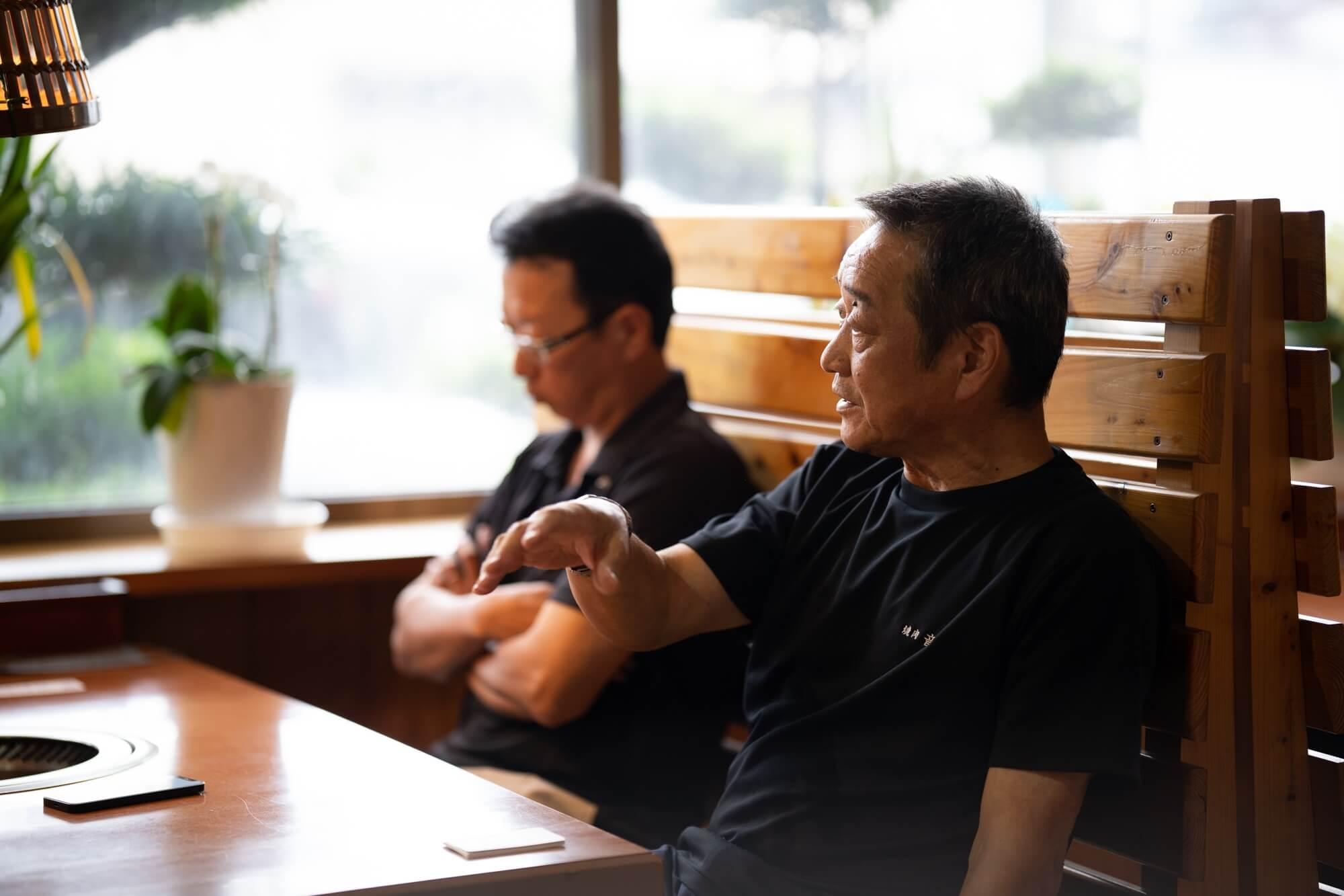 音琴の店内、塚本隆男さん・伸一さん